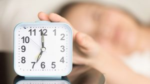 set a daily routine during self-isolation